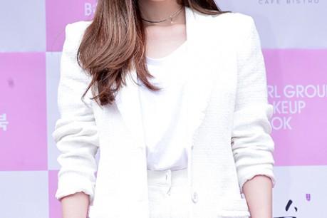 Davichi's Lee Haeri at Girl Group & Actress Make Up Book Red Carpet