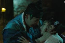 Kim So Eun and Lee Joon Gi share a beautiful romance in 'Scholar Who Walks the Night.'