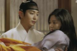Lee Joong Gi draws closer to Lee Yoo Bi in 'Scholar Who Walks the Night.'