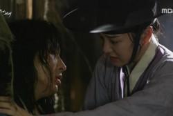 Lee Yoo Bi comforts Lee Joon Gi in 'Scholar Who Walks the Night.'