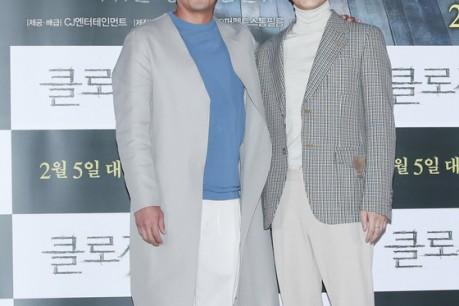Actor Ha Jung-woo and Kim Nam-gil pose at the media show 'Closet' held at Yongsan CGV in Seoul on the 29th.