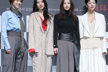 Actress Kim Seong-Ryeong, Park Shin-Hye, Jeon Jong-Seo, and EL are posing for the movie 'Call' production report held in CGV Apgujeong, Gangnam-gu, Seoul on the 17th.