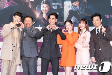 Actors Yoon Ji-on, Ko Chang-seok, Yoo Seung-ho, Lee Se-young, Jeon Hyo-sung and Jo Seong-ha