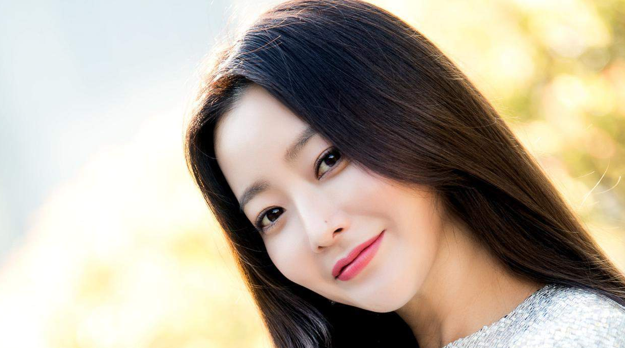 Kim Hee Sun talks about working with younger actors
