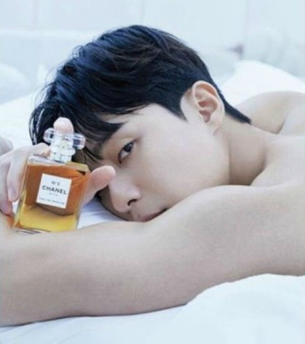 Park Seo Joon Shows Off His Sexy Back In Pictorial For 'ELLE Korea'