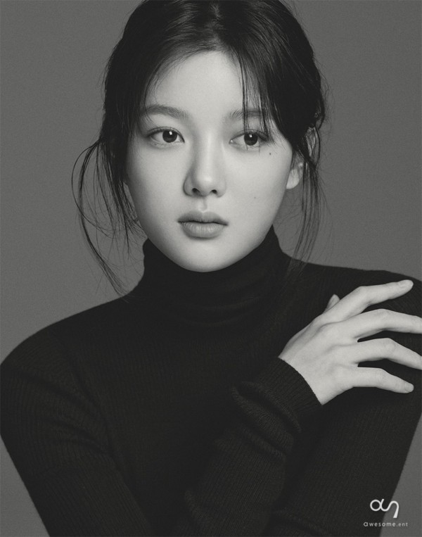 Kim Yoo Jung Looks Gorgeous In Her Profile Photos From Awesome ENT