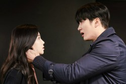 MBC's 'Kairos' Releases New Stills Featuring Emotional Encounter between Ahn Bo Hyun and Nam Gyu Ri