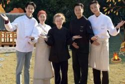 Youn's Kitchen Cast