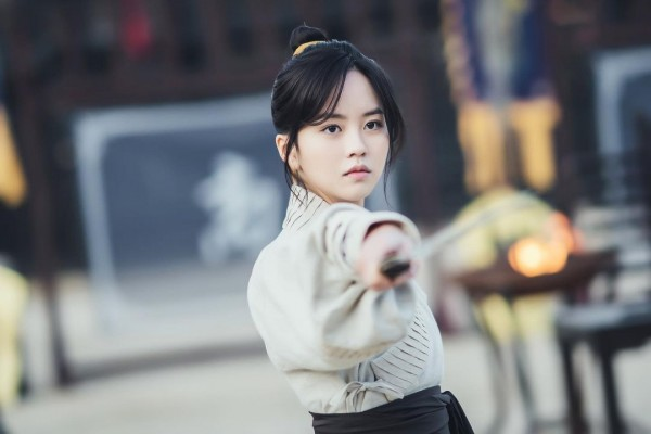 'River Where The Moon Rises' Releases Sneak Peek of Kim So Hyun's Flawless Transformation as a Princess and a Warrior