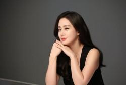 Look! Kim Tae Hee Looks Stunning Wearing Her Black Suit