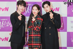 Moon Ga Young Turns Emotional upon Reading Hwang In Yeop and ASTRO Cha Eunwoo's Letter
