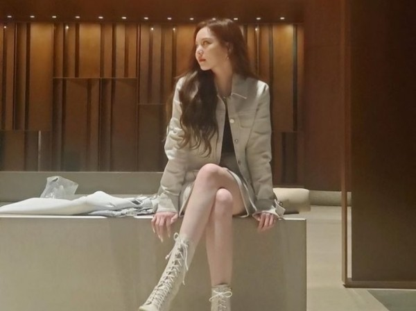 Lee Yul Eum Shows Off Doll-Like Beauty