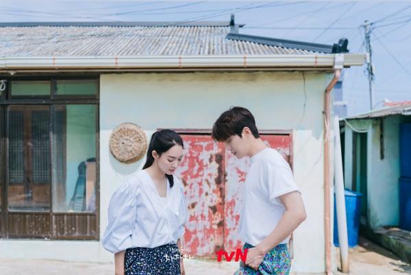 'Hometown Cha-cha-cha' Actors Shin Min Ah and Kim Seon Ho