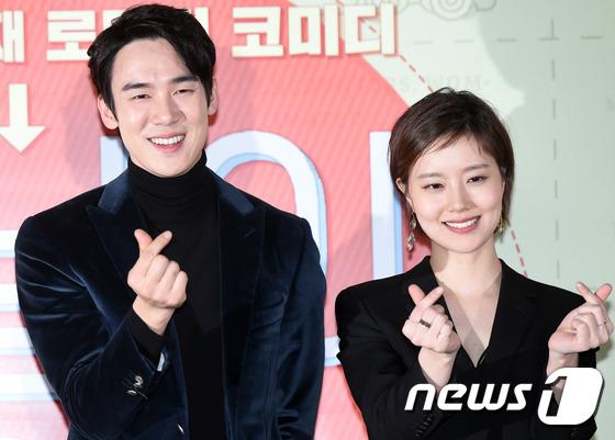 Yoo Yeon Seok and Moon Chae Won
