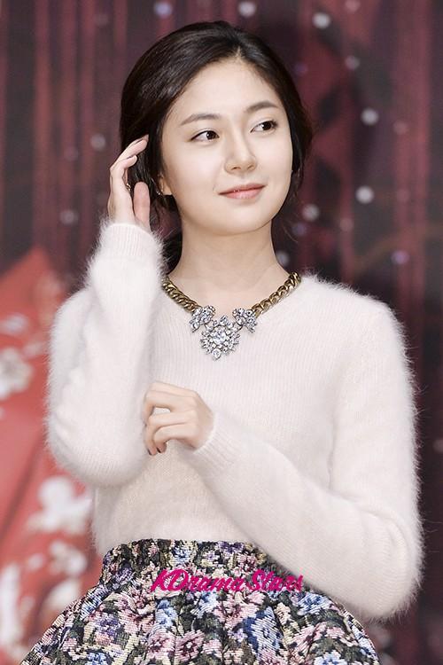 Ha Ji Won, Baek Jin Hee   MBC Empress Ki Press Conference - Oct 24, 2013 [PHOTOS]   KpopStarz