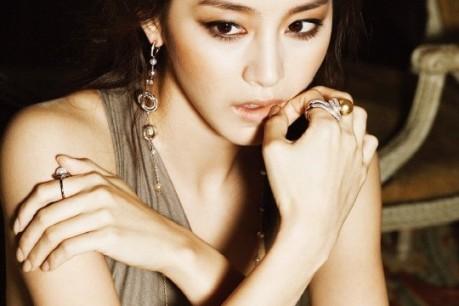 Kim Tae Hee's 'High Cut' Fashion Magazine Photoshoot