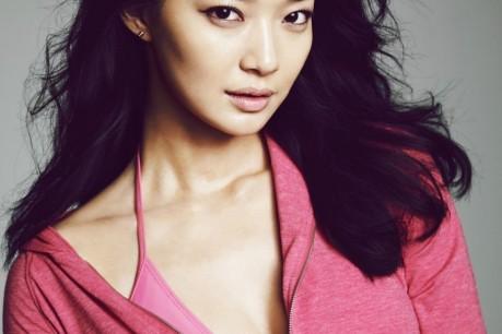 Shin Min Ah Poses for GIORDANO
