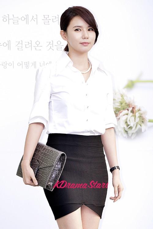 Park Si-yeon and Kim Go-eun, who reveals more? @ HanCinema