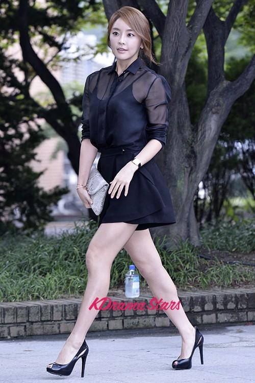 Park Si-yeon - High Slit Dress - SweetNara