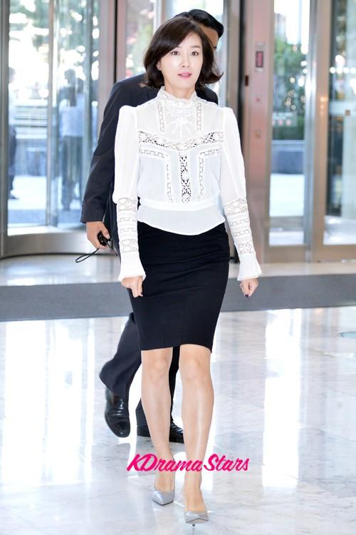 Shin Min Ah Stuns at the Seoul International Drama Awards 2016
